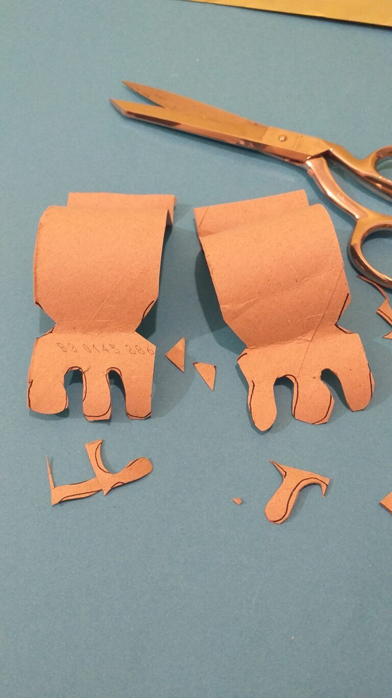 5. Draw 3 toes on each foot and cut out shaping the foot, cutting tiny triangles on either side.