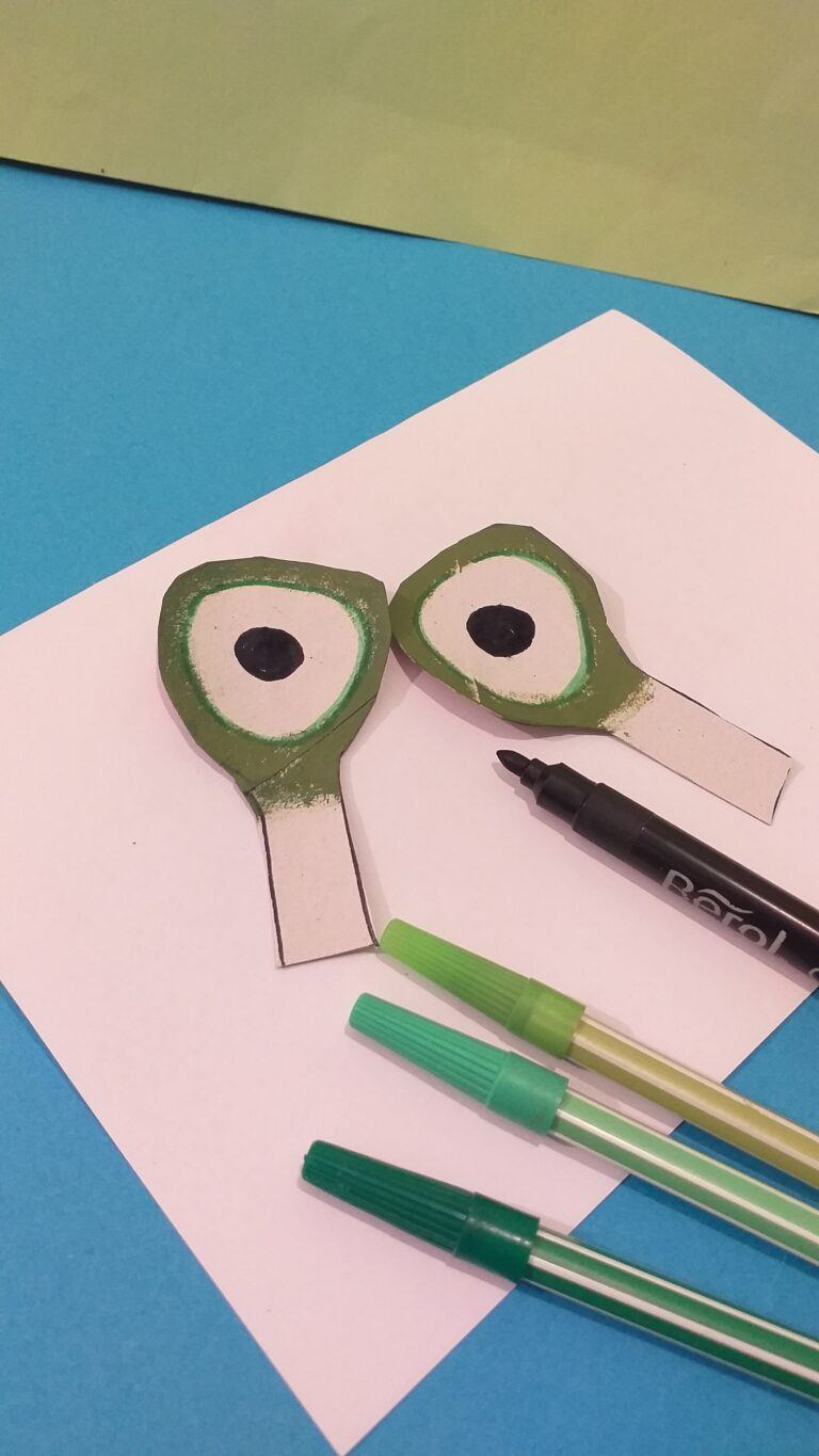 19. Paint the eyes, with green paint as shown and neaten off with green felt tips. Use black pen to do the pupils in the middle.