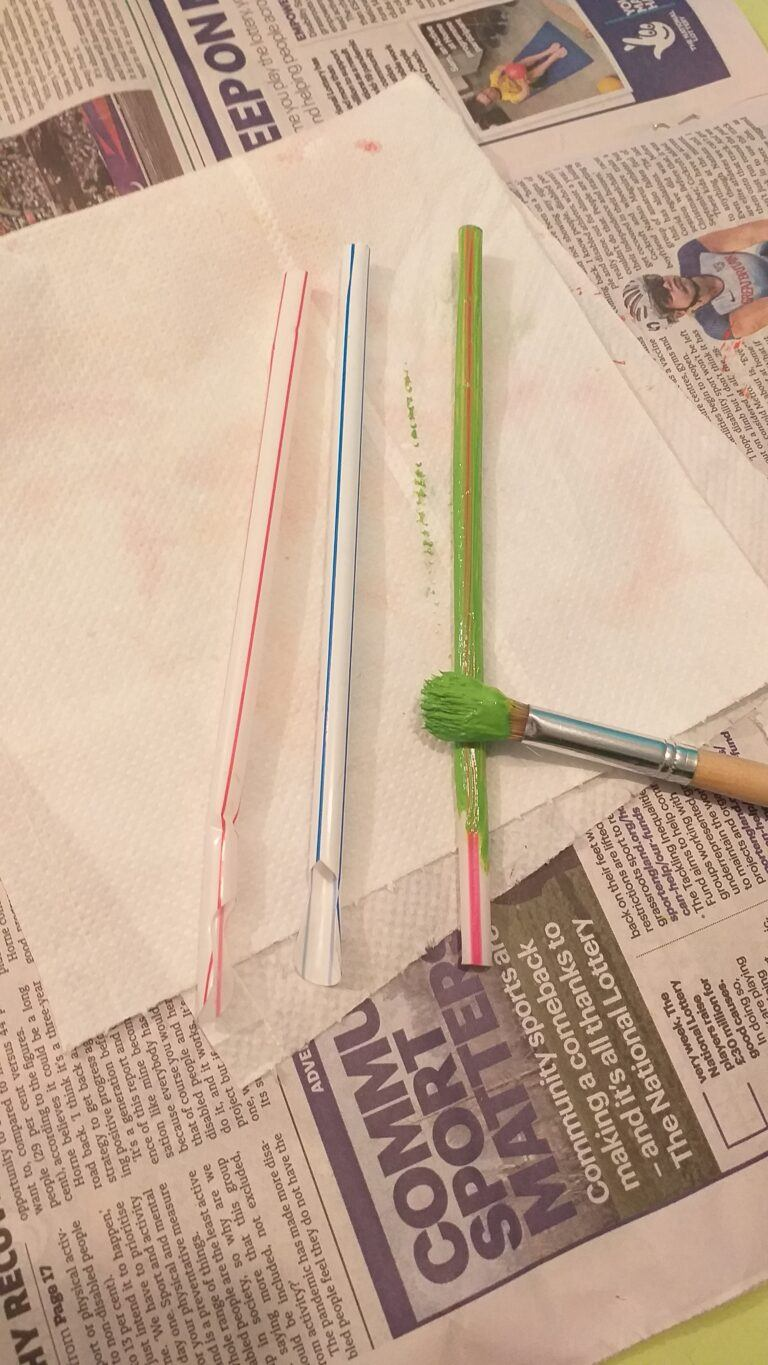 17) Paint the straws with green paint.