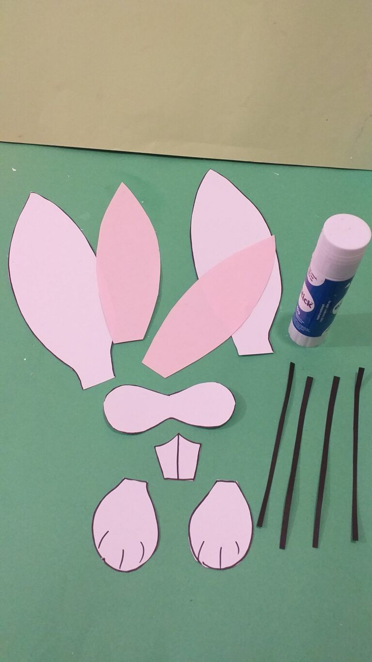 4) Glue with glue stick the pink inside of ears to larger white ears.