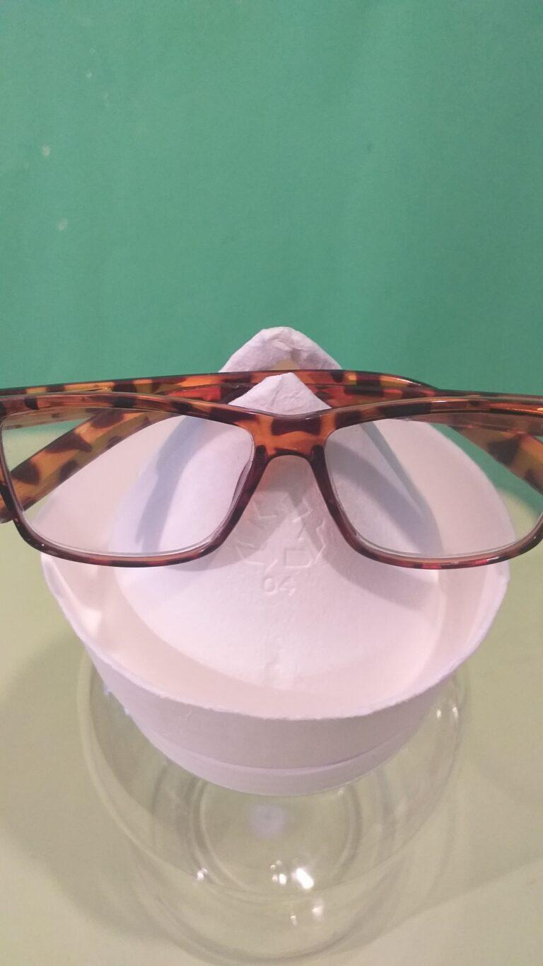 3. Position glasses so they sit evenly correct fold.
